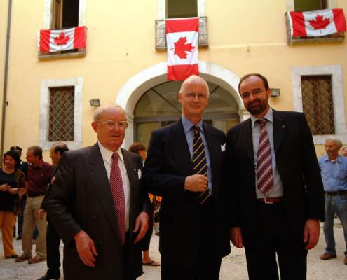 da sinistra console Laureano Leone, ambasciatore Robert R. Fowler, presidente AIDOSP Francesco Di Nisio
